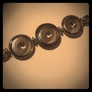 Jewelry - Silver 3 snap bracelet with any 3 snaps
